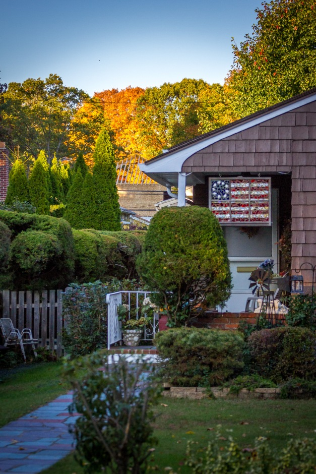 Art depicting the flag of the American colonies displayed on a Mountain Avenue home. October 17, 2014.