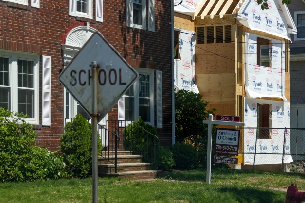 A sign that once notified of a school zone now warns drivers of children playing on Kensington Park. July 11, 2015.